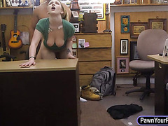 Sey chick pawns her pussy for a necklace