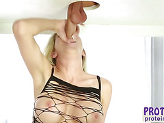 Crazy blonde masseur Sienna Day gives her client huge cock an awesome handjob