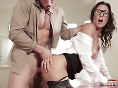 Office mates start to fuck after getting turned on with each other