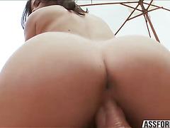 Juicy big white ass Keisha jumps on Mikes big hard cock