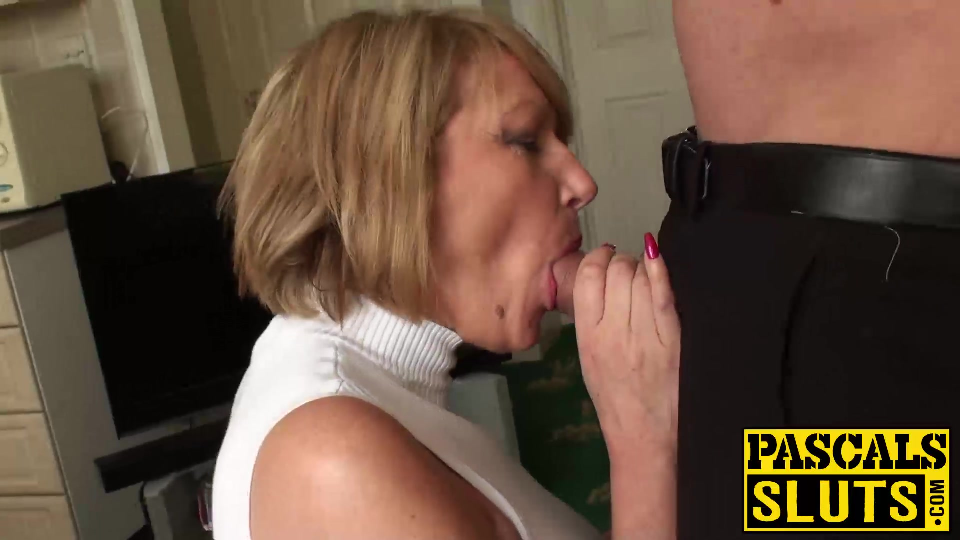 Sexy Mature Slut Amy Needs A Rough Pounding With A Big Cock-5902