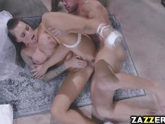 Johnny Castle eats Juelz Venturas pussy clean