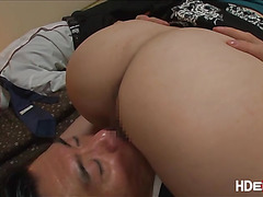 Asian babe An loves to suck on bfs boss dick