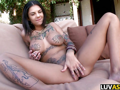 Bonnie Rotten gets anal and squirts everywhere