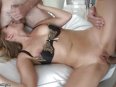 Tia Malkova creampied in threesome fucking action