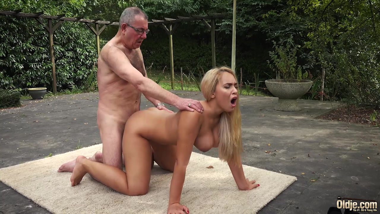 Blonde babe gets