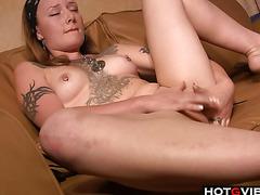 Alternative slut fingers her pussy