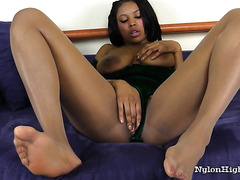 Ebony Chick Playing With Pussy