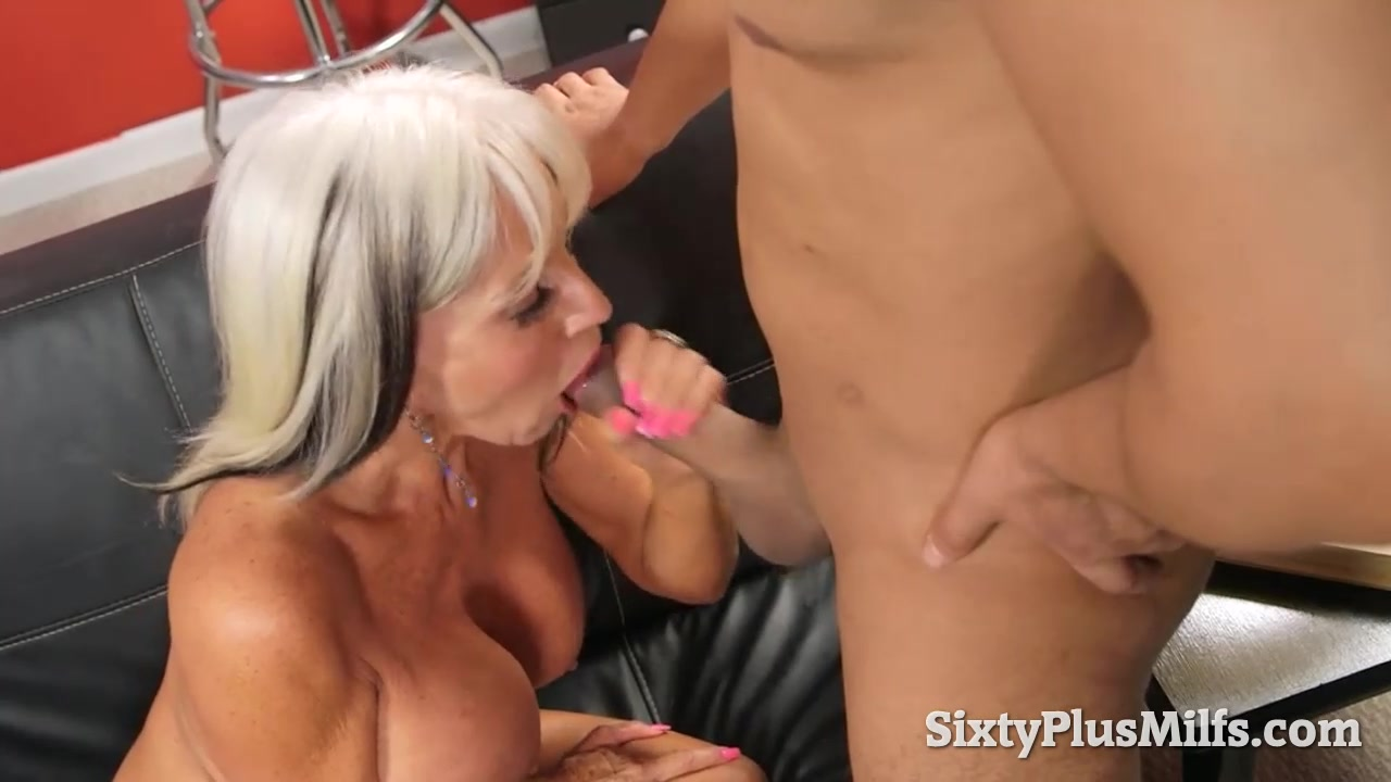 Anal Video hot gilf and her first anal video