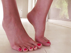 Footfetish babe spoils her sexy feet and wet pussy