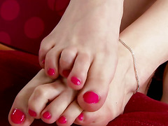 Sexy footfetish babe gets herself horny