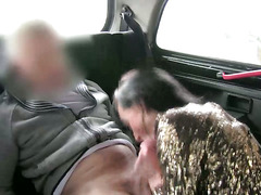 Real raven amateur gives bj to taxi driver