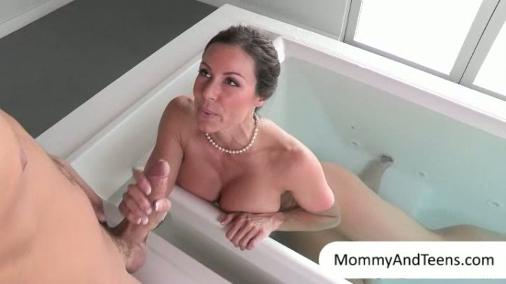 Hot latina mamma gets her cunt pounded